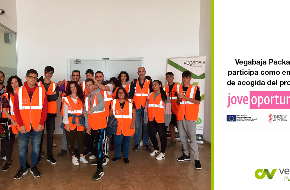 Jóvenes del programa Jove Oportunitat visitan Vegabaja Packaging